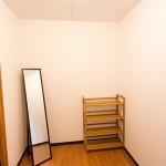 更衣室(男女別)ドア内仕切りカーテンが設置されています